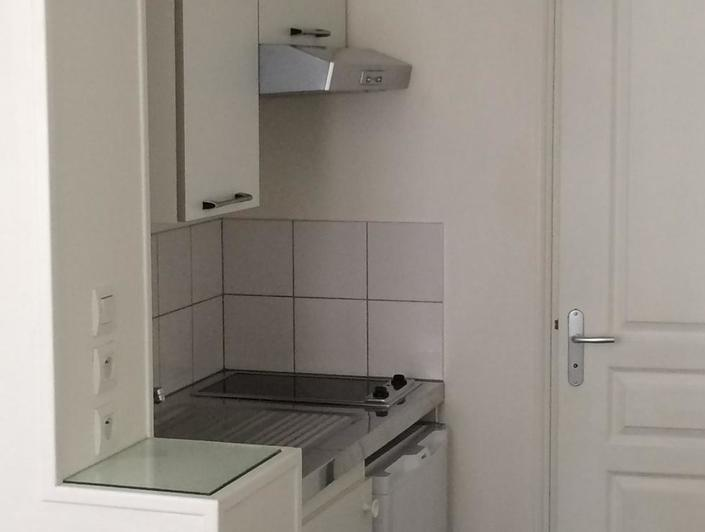 l'agence immobilière de mont saint aignan, propose à vendre un APPPARTEMENT DE 73 M2 qui offre uneENTREE, un GRAND SEJOUR AVEC BALCON, deuxCHAMBRES, une SALLE DE DOUCHESet un WC . il y a une VUE DEGAGEE et il est trèsLUMINEUX et PLEIN SUD .