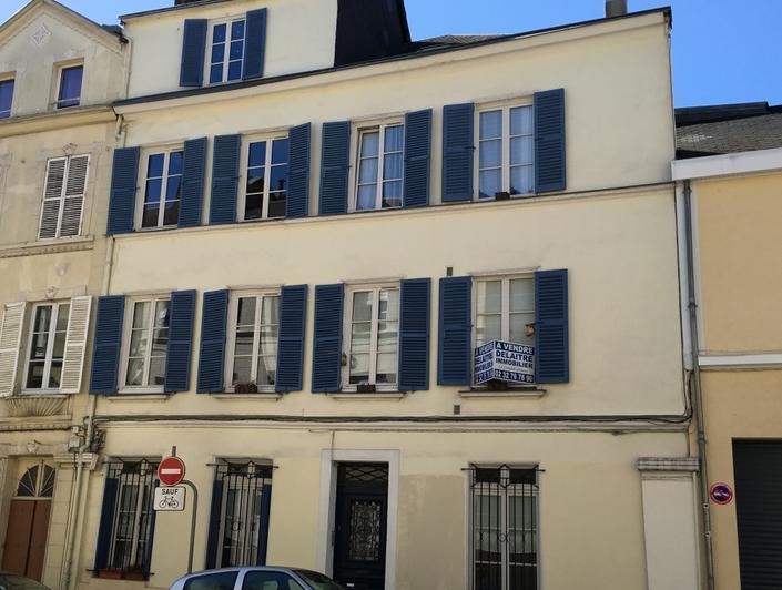 façade  est coté rue