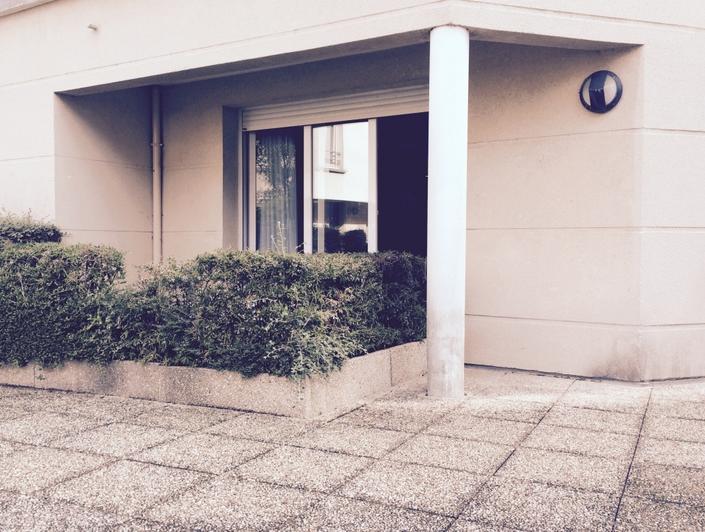 l'agence immobilière de BOIS GUILLAUME propose àROUEN gare DANS une RESIDENCE DE BON STANDING, un APPARTEMENT F2 50M² AV TERRASSE à vendre avec unPARKing en Sous SOL. il offre une ENTREE, une LINGERIE , un WC, une CUISINE EQUIPEE OUVERTE, un SEJOUR ,unCHAMBRE avec une Salle de BAINS . il est en BON ETATet bien EXPOsé .