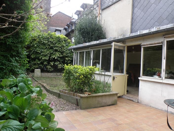 il y a une Maison ancienne de 114 m² sur 220m² de terrain à vendre dans l'agence immobilière de bihorel .  elle propose une Entrée, une cuisine, un séjour salon, wc, quatrechambres, unesalle de bains.  Elle est au calme etplein sud.