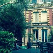 l'agence immobilière de bihorel à a vendre une MAISON ancienne de200M² HABitable avec un jardinET un GARAGE. elle est COMPosée d'une ENTREE, d'une GRANDE CUISINE, d'un SALON, de cinqCHambre, d'une Salle de BAINS, d'une salle DE DOUCHES, d'une SALLE DE JEUX , et lesCOMBLES sont aménageables. il y a aussi une CHAUFFERIE et une BUANDERIE. tous les PARQUETS , les MOULURES et les CHEMINEES sont préservées .