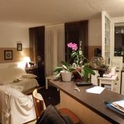 dans l'agence immobilière de mont saint aignan, il y a à vendre Dans résidence avec ascenseur au dernier étage,un appartement avec balcon et cave . il est organisé en une Entrée,un séjour, une cuisine ouverte équipée, une salle de douches, un wc, deux chambres. il est Plein sud avec unevue dégagée.