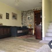 a vendreà Rouen jouvenet, cette maison de charme de 63 m2 avec terrasse offreun séjour ,une cuisine meublée, wc.  au premeir étage vous trouverez deuxchambres avec rangement et unesalle de bains.  elle est Au calme, plein sud entrès bon état.