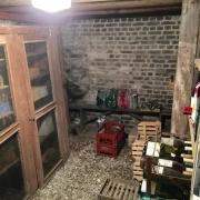 A vendre à Rouen jouvenet maison anciene de charmede 189 m2 hab avec double garage et grand jardin clos de murs.  Elle est organisée en un RDC avec entrée, un grand séjour avec cheminée,une grande cuisine équipée avec coinrepas,un jardin d'hivers, une salle à manger,un vestiaire et un wc.