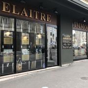 A vendre à acheter Rouen hyper centre historique dans un très bel environnement, cet appartement T 5 de caractère avec belle cave voutée et parking fermé est organisé :