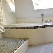 salle de bains indépendante avec wc
