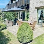 A vendre à Deauville cet appartement T2 de charme très soigné à proximité du golf dans un cadre résidentiel protégé avec parking et cave.