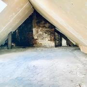 à vendre , à acheter Rouen rive droite CHU , Boulingrin appartement T2 avec grenier à aménager de 56 m2 en surface brut avec travaux au dernier étage.