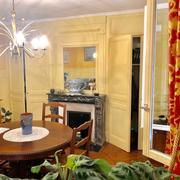 propriété ancienne avec parquets, moulures, cheminéesà vendre à Bihorel village comprenant 140m2 habitable,un grand jardin plat et un grand garage.