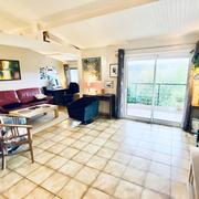 EN EXCLUSIVITE a vendre à prox du CHU maison ancienne indépendante grand sejour, 4 chs, garage , jardin  très bon état