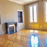 appartement ancien séjour av cheminée moulures parquets
