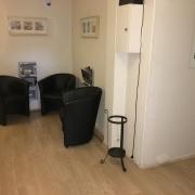 A vendre à Rouen chu, cetappartement à usage mixte professionnel ou habitation de 85m2 avec parking et cave en sous-sol propose  une entrée, 4 pièces principales, une cuisine et une salle de bains sontà créer.