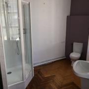 salle de bains avec douche,baignoire et 2éme wc