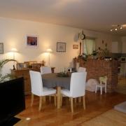 l'agence immobilière de mont saint aignan offre à vendre unAppartement ancien avec un garage, une entrée, une cuisine équipée ouverte , un cellier, une salle de bains, troischambres.  son Chauffage est individuel. il est enBon état dans unbel environnement.