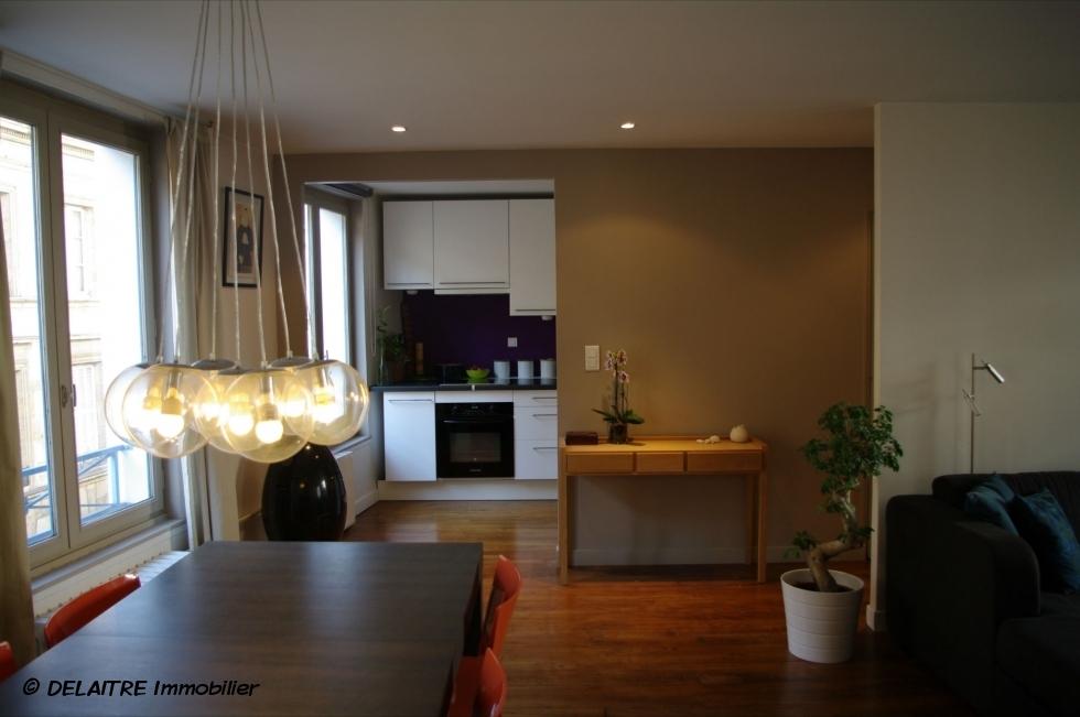 agence immobilière à Rouen , a vendre dans un bel immeuble ancien, celoft en très bon état avec parking et cave.  il offre une Entrée,une grande réception, cuisine équipée, deux chambres,une salle de douches et unwc.