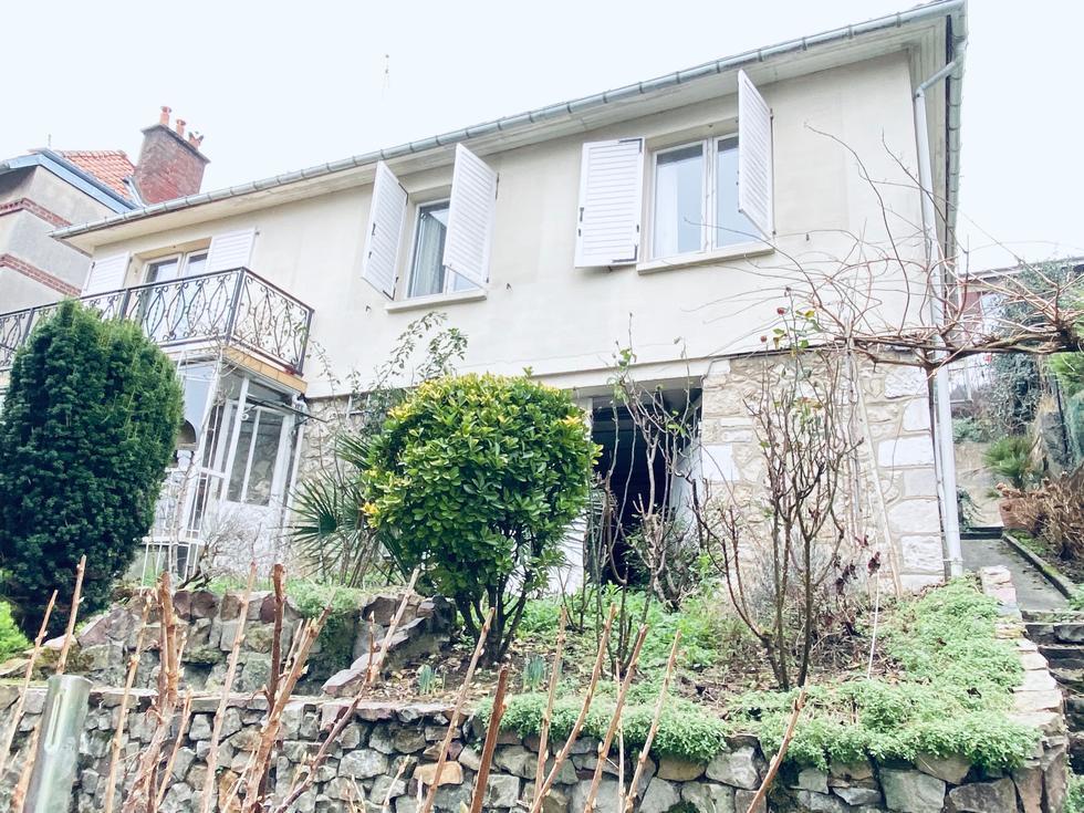 A vendre à Mont Saint Aignan Saint andré une maison indépendante sur 300 m2 de terrain avec parking
