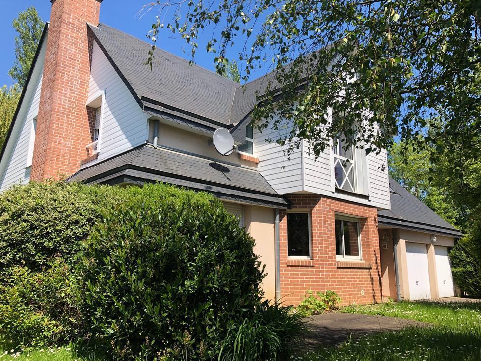 maison moderne indépendante avec double garage