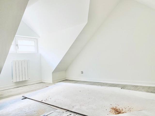 Rouen rive droite CHU A vendre cet appartement duplex de 84 m2 avec trois chambres et un bureau neuf avec terrasse de 16 m2.