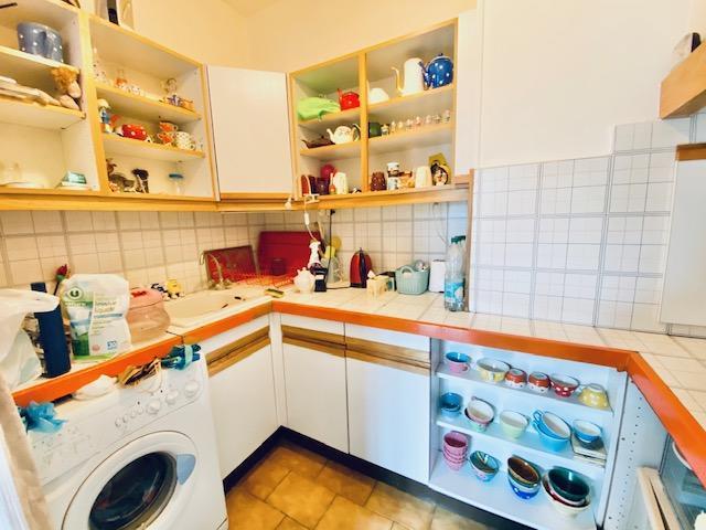 A vendre à acheter Rouen hyper centre un appartement T3 de 60 m2 de charme ancien avec parquets, moulures, cheminées.