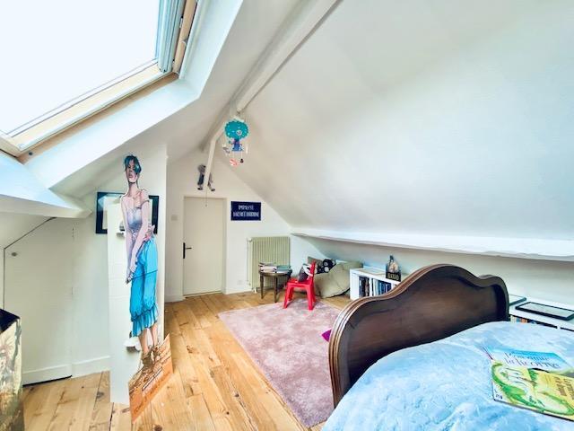 A vendre à accheter à BIHOREL , jouvenet cette maison ancienne très bien tenue avec vue dégagée , jardin et garage avec lingerie.