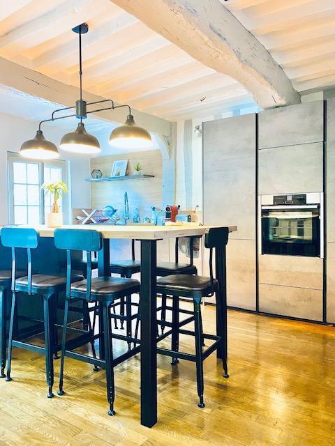 A vendre à acheter Rouen CHU SAINT HILAIRE , cet appartement triplex de charme pour 181 m2 avec terrasse patio à ciel ouvert.