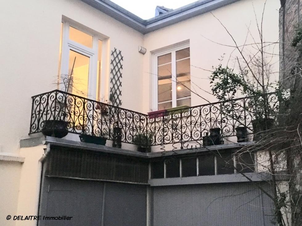immeuble façade balcon