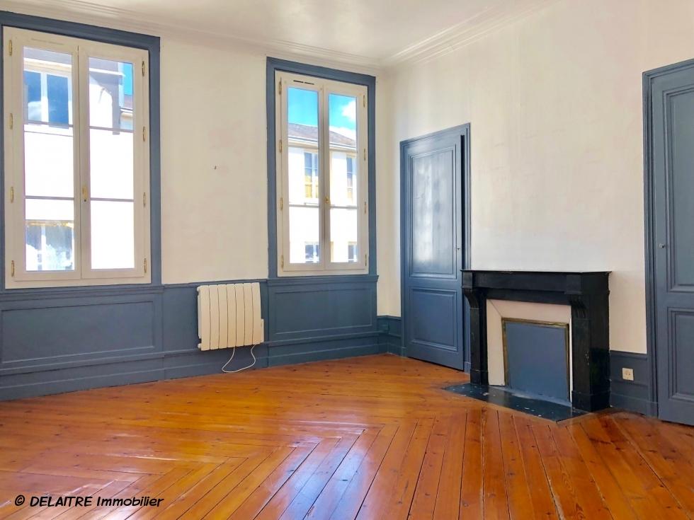 chambre  avec cheminée appartement ancien