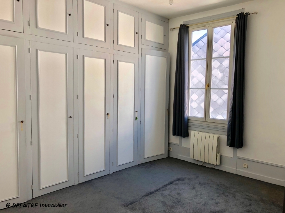 chambre avec rangement appartement ancien
