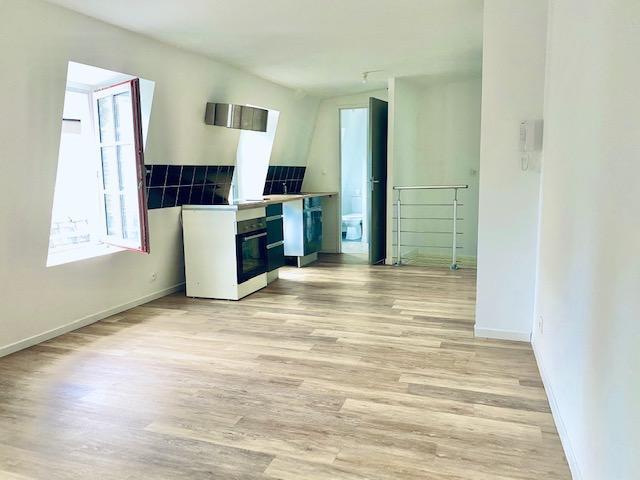 cet appartement T3 de 55 m2 en bon état organisé avec une entrée, un séjour coin repas avec cuisine équipée, deux chambres , une salle de bains et wc