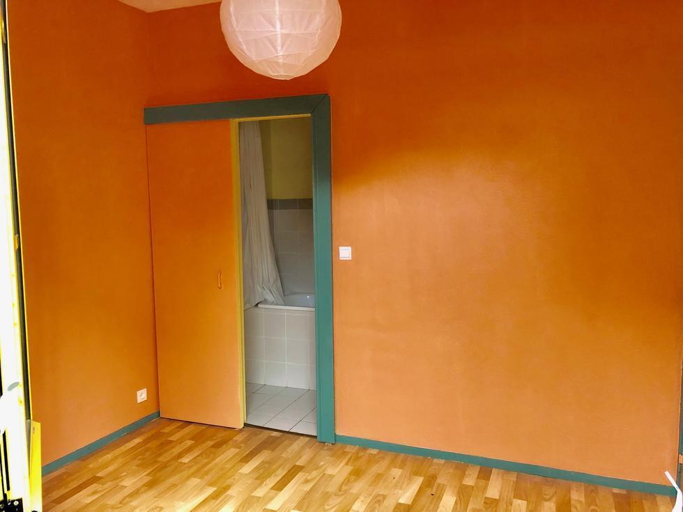 chambre avec salle de bains attenante
