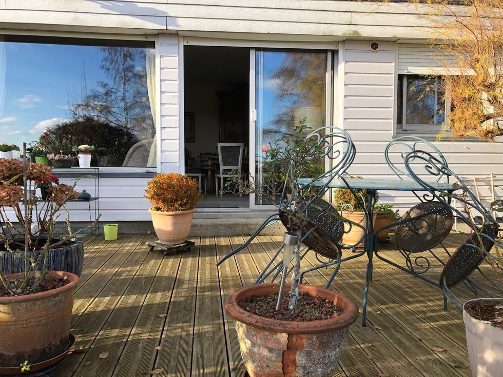 terrasse donnant sur jardin plein soleil au calme