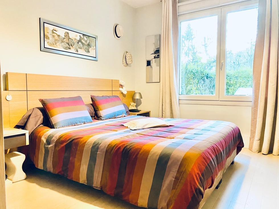 a vendre à mont Saint Aignan ,dans une résidence sécurisée et calme de très bonstanding, cet appartement de 81 m2 en bon état avec une grande terrasse, une cave etun double garage.
