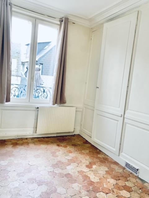 Avendre Acheter à Rouen Gare cet appartement 30 M2 hab, T2 ancien de style parquets, moulures, cheminée.