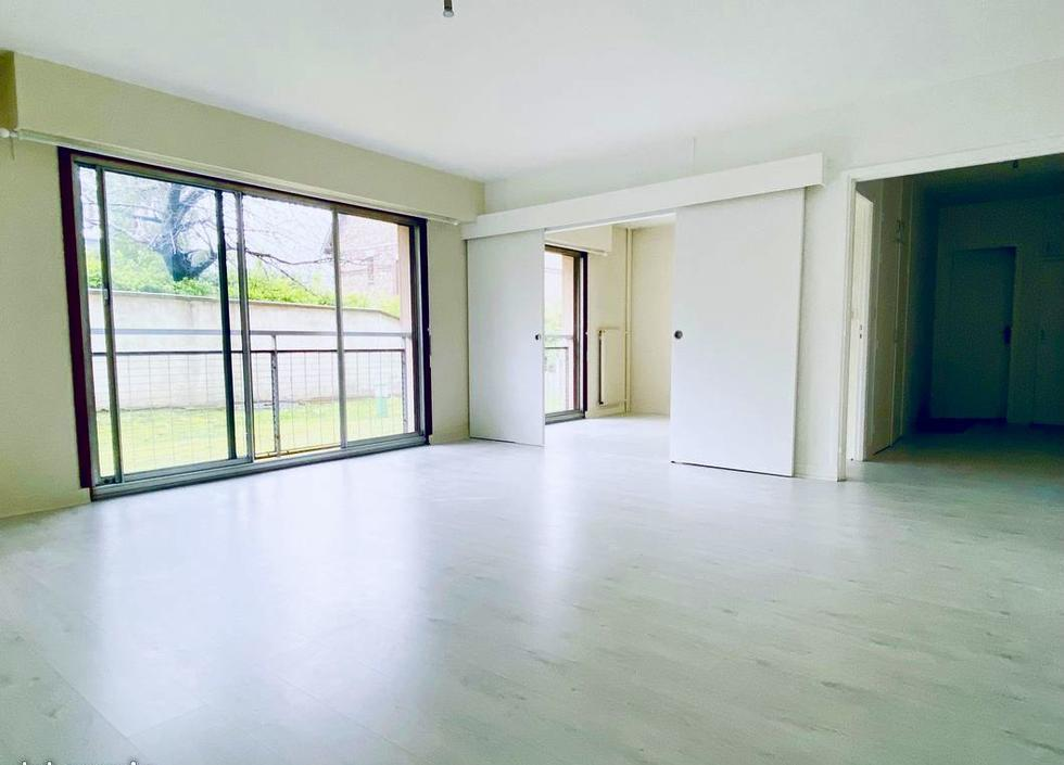 A vendre à acheter Rouen rive droite cet appartement de 71 m2 avec une cave et un parking en sous sol.